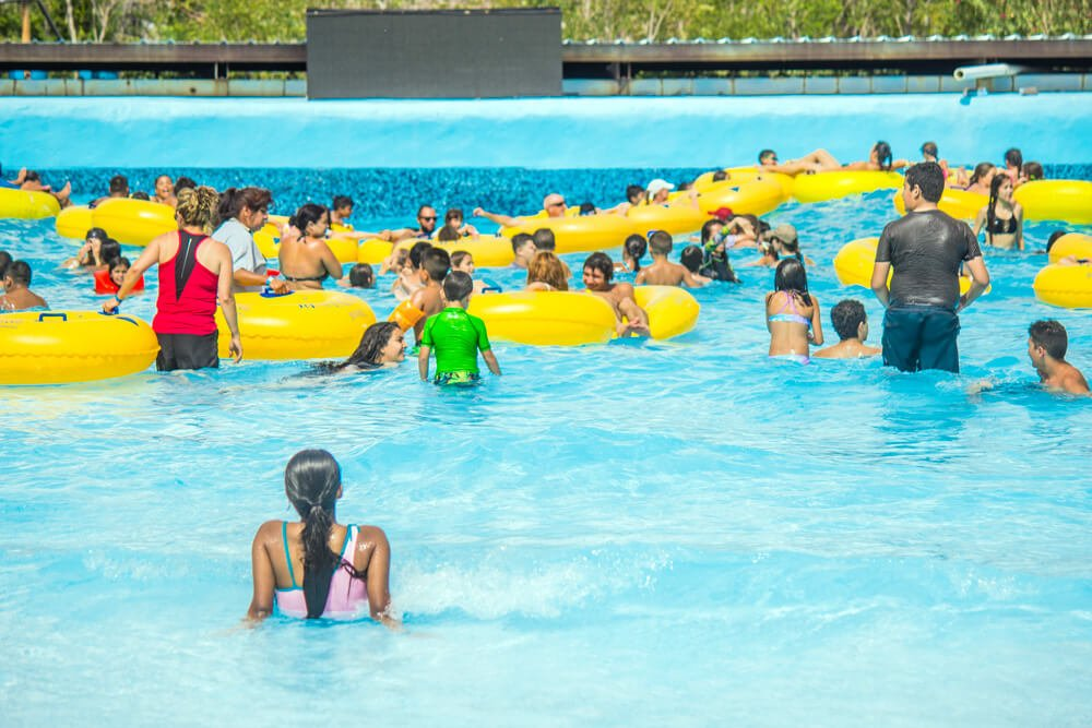 Wet' N' Wild Water park Wave Island Wave Pool